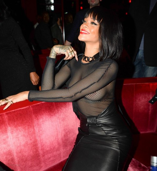 rihanna-at-balmain-fashion-show-after-party-in-paris_2